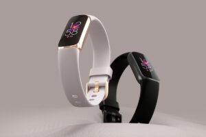 FitBit luxe in whtie & black